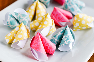 How-To-Make-An-Origami-Paper-Fortune-Cookie