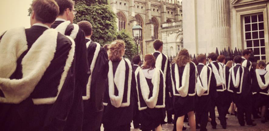 Pay Gap Between Uni Graduates and School Leavers Narrows